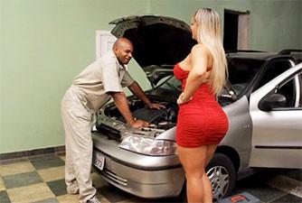 Angel Lima testa fidelidade de mecânico casado