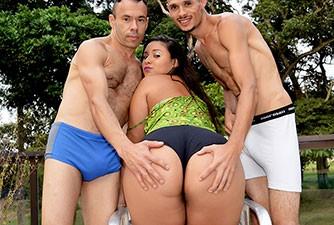 Gabriela Oliveira em seu primeiro porno
