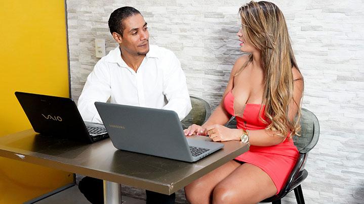 Chefe transou com sua Secretária gostosa Luna Oliveira
