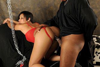 Escravo sexual fodendo a novinha gostosa