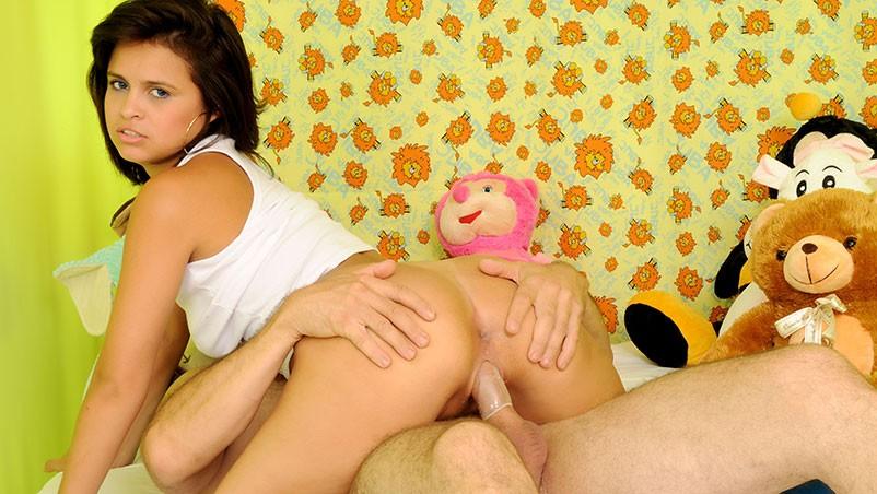 Jennifer a vizinha gostosa que fodeu com o Tiozão tarado