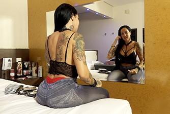 Porno Star Elisa Sanches por trás das gravações