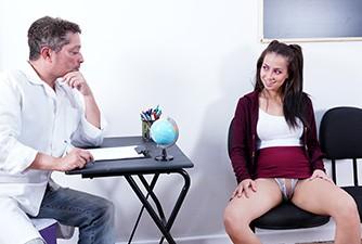 Diretor transando com sua aluna rebelde