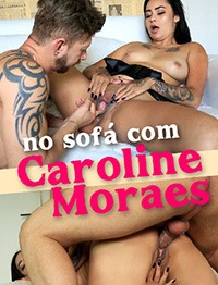 No sofa com Carolina Moraes