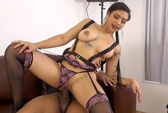 Leona transou com o entrevistador na seleção de atrizes porno